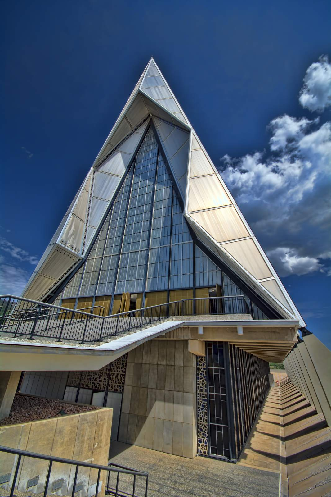 air force academy1 Amazing Buildings   Air Force Academy Chapel