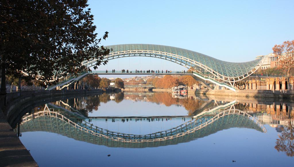 bridge of peace1 The Bridge of Peace in Tbilisi, Georgia