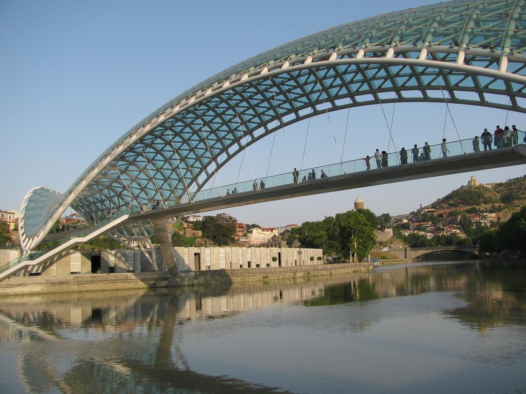 bridge of peace2 The Bridge of Peace in Tbilisi, Georgia