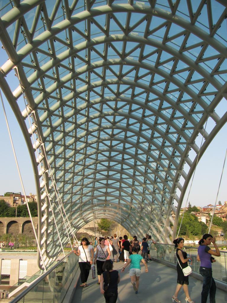 bridge of peace4 The Bridge of Peace in Tbilisi, Georgia