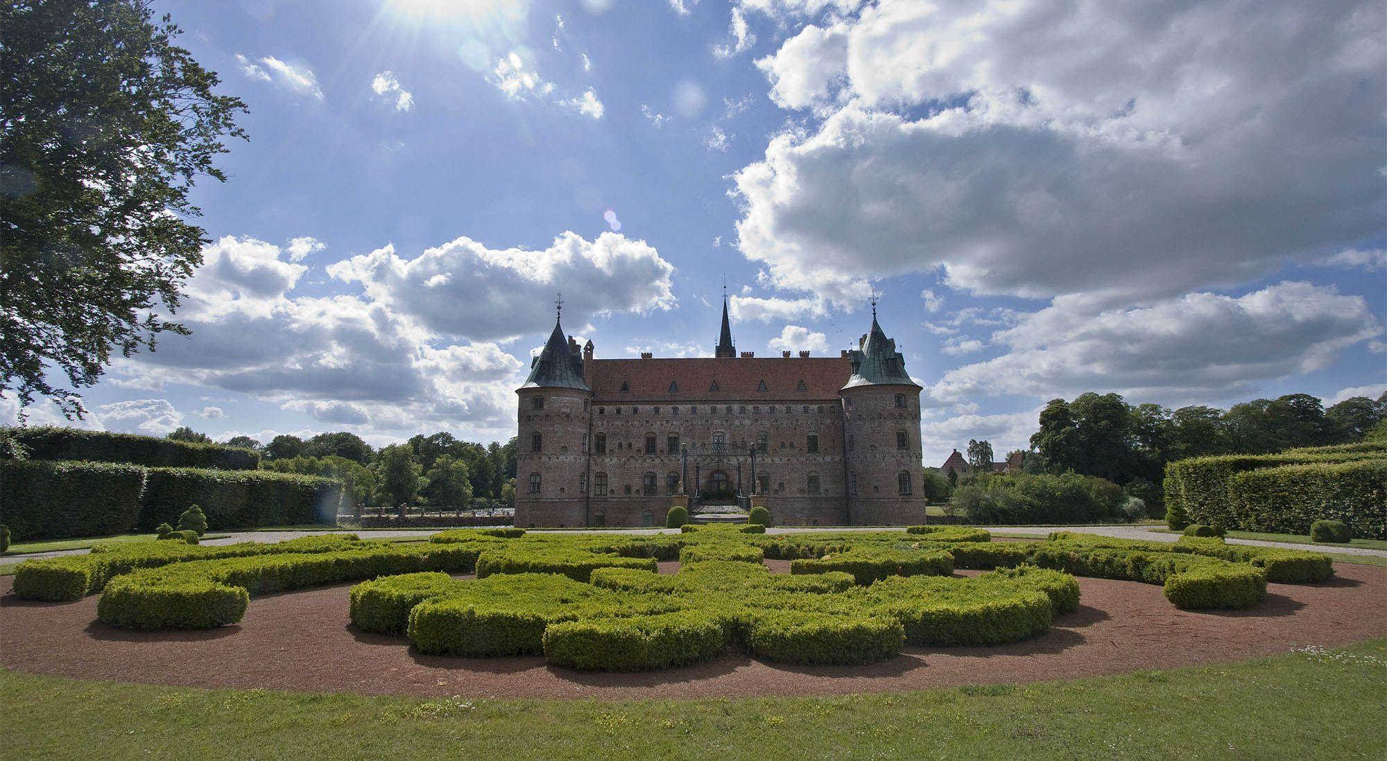 egeskov1 Egeskov Renaissance Water Castle in Denmark
