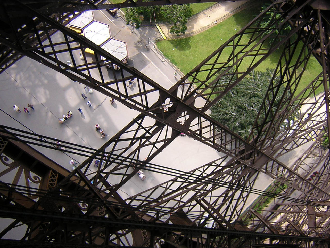 eiffel tower13 How Tall is the Eiffel Tower, Paris