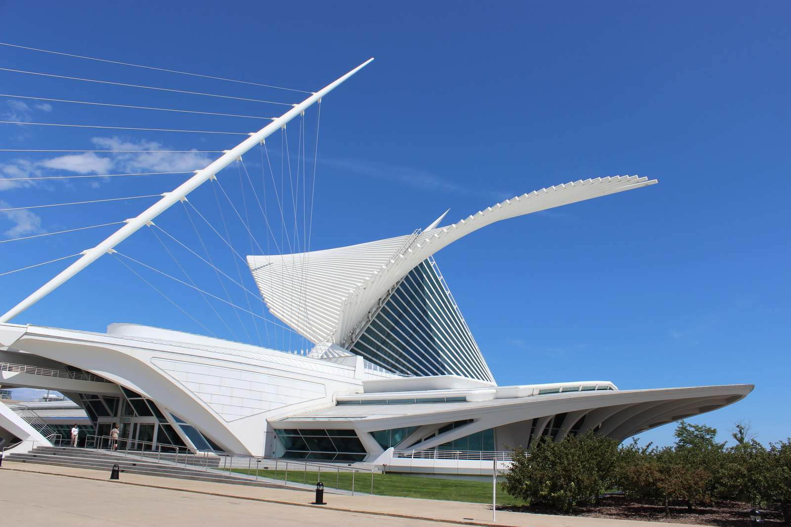 milwaukee art museum Modern Milwaukee Art Museum by Santiago Calatrava