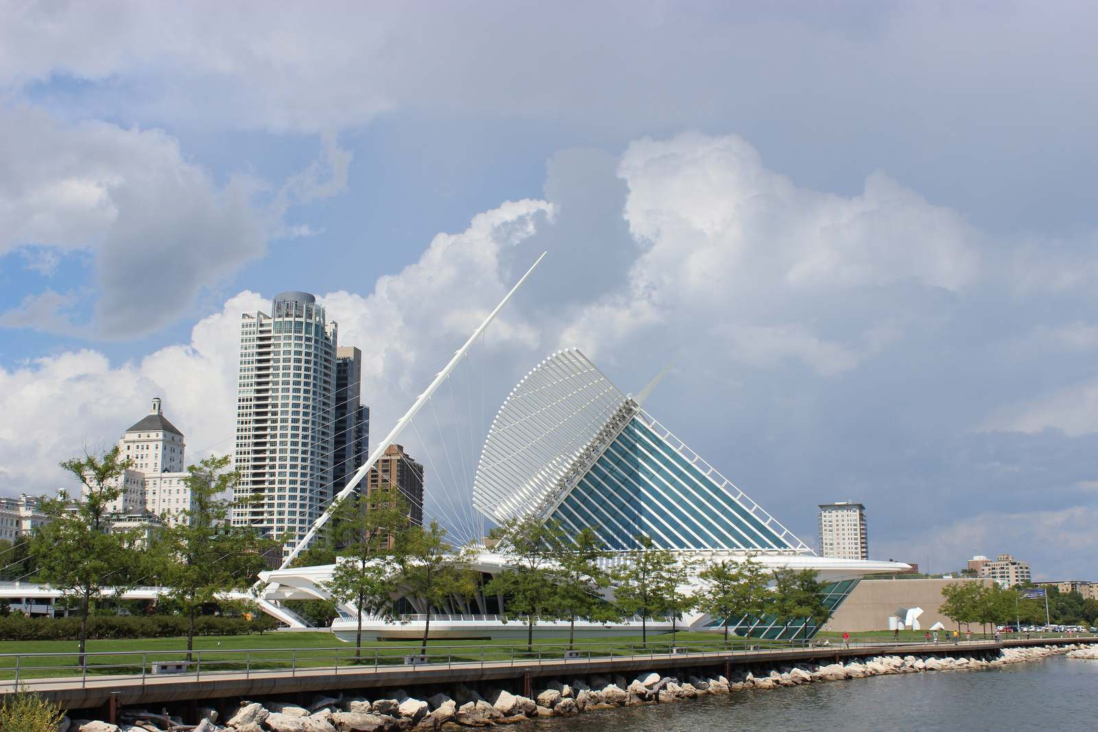 milwaukee art museum1 Modern Milwaukee Art Museum by Santiago Calatrava