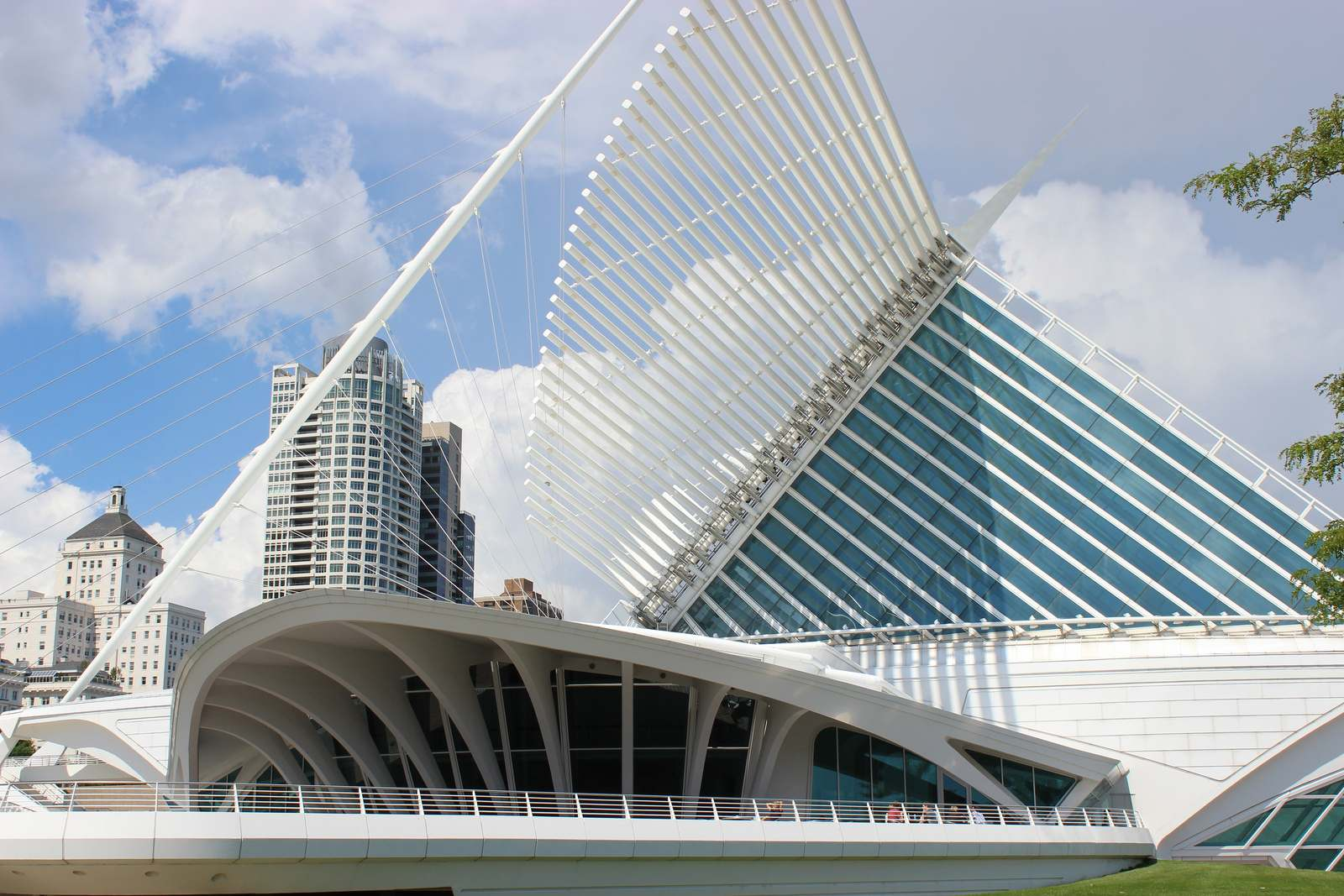 milwaukee art museum3 Modern Milwaukee Art Museum by Santiago Calatrava