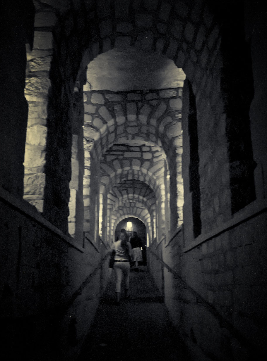 mysterious catacombs paris3 The Mysterious Catacombs of Paris