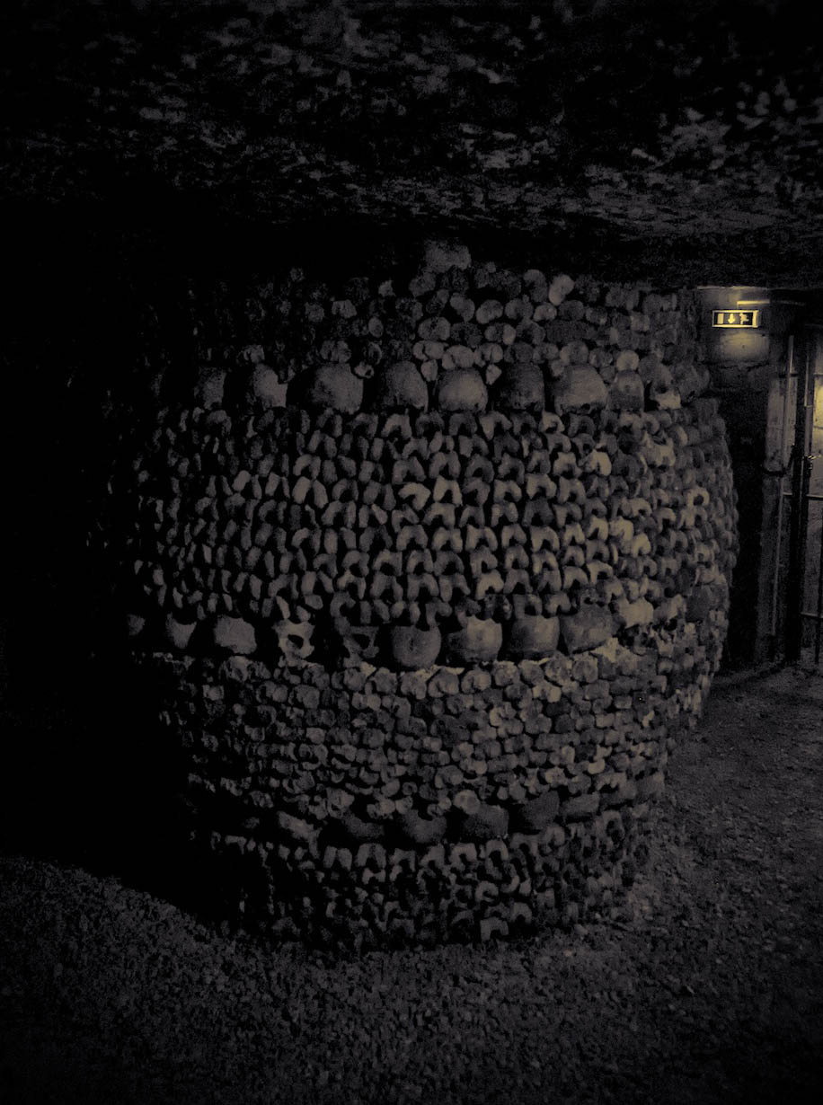 mysterious catacombs paris5 The Mysterious Catacombs of Paris
