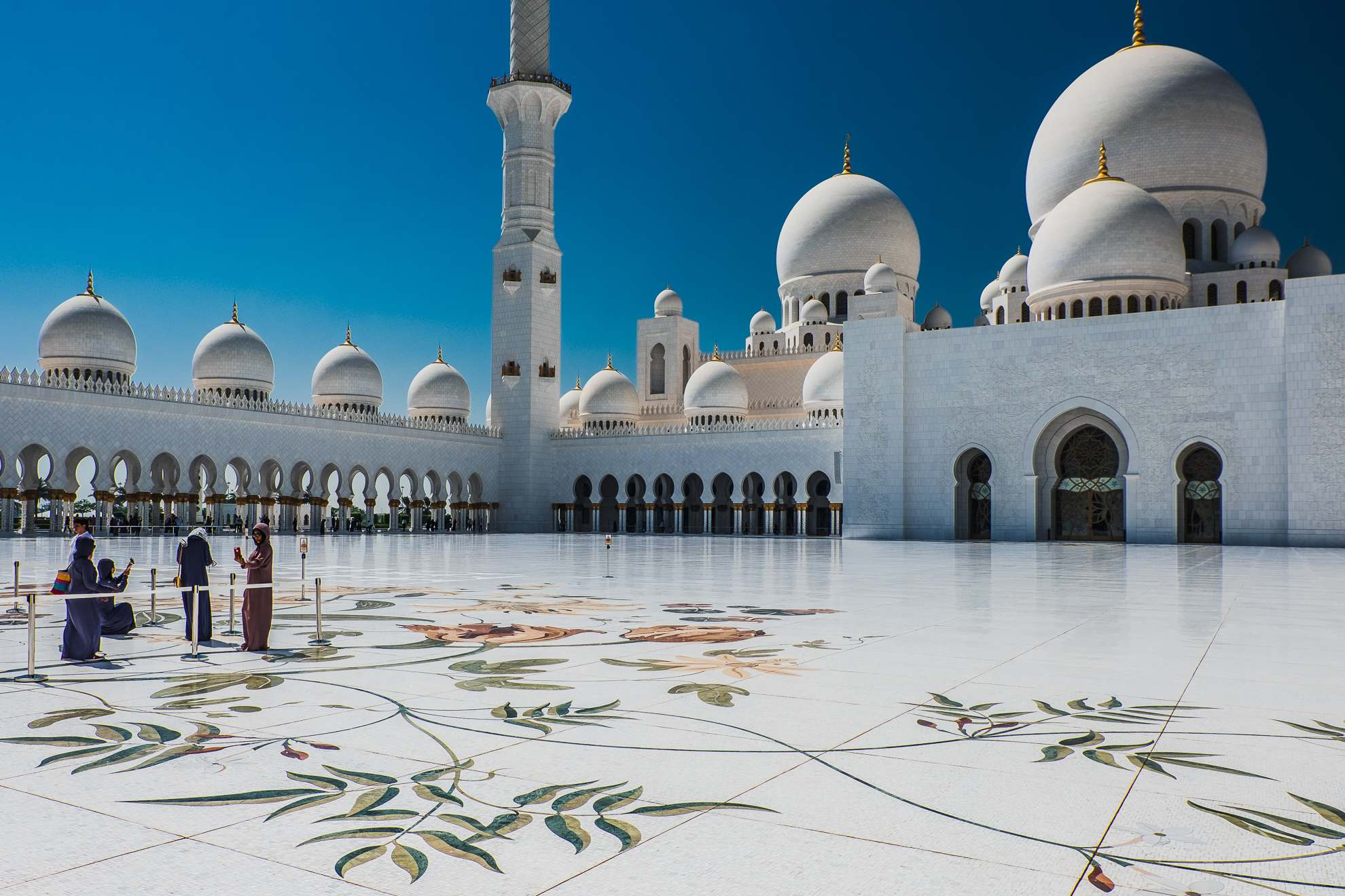 sheikh zayed grand mosque4 Picturesque Sheikh Zayed Grand Mosque in Abu Dhabi