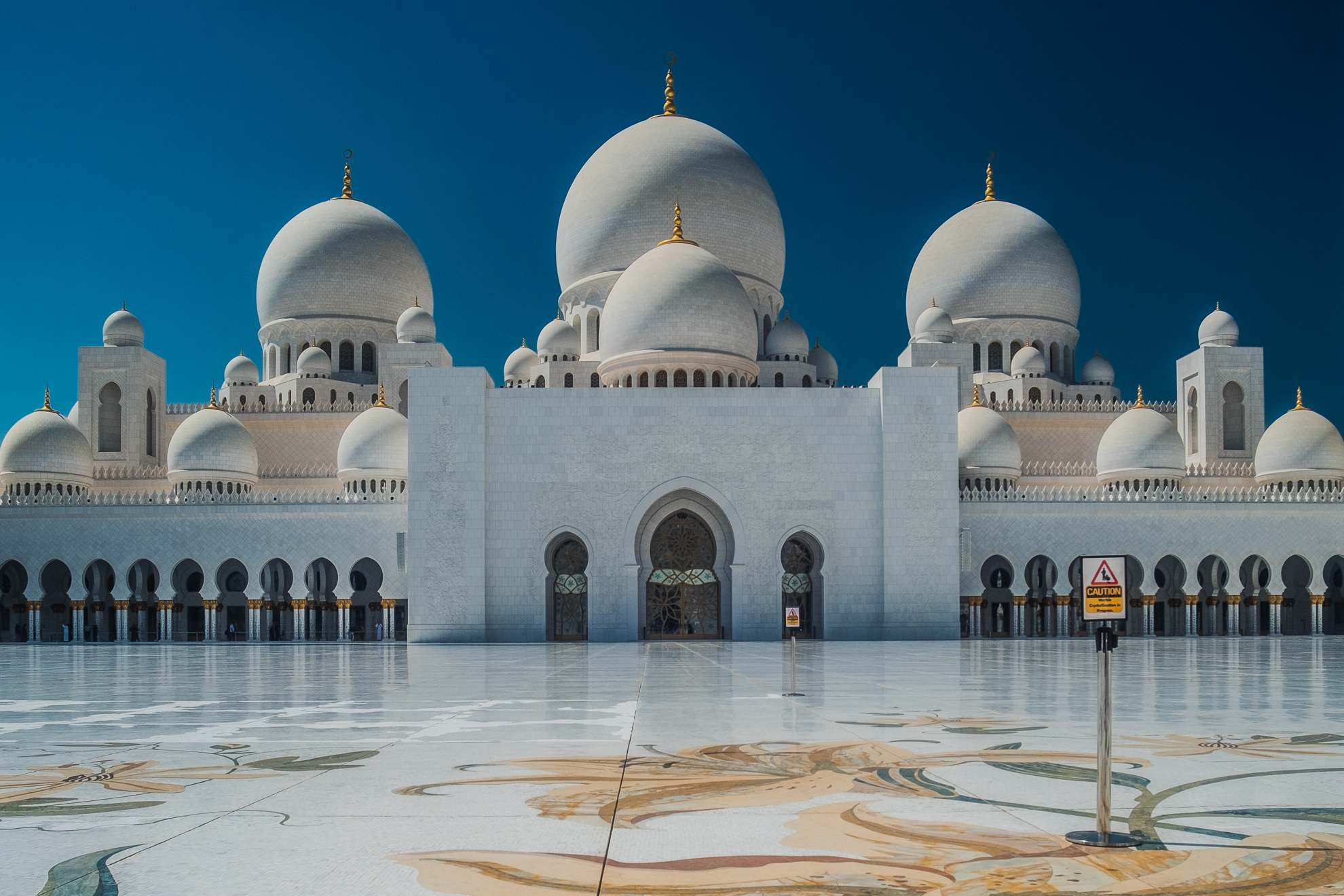 sheikh zayed grand mosque7 Picturesque Sheikh Zayed Grand Mosque in Abu Dhabi