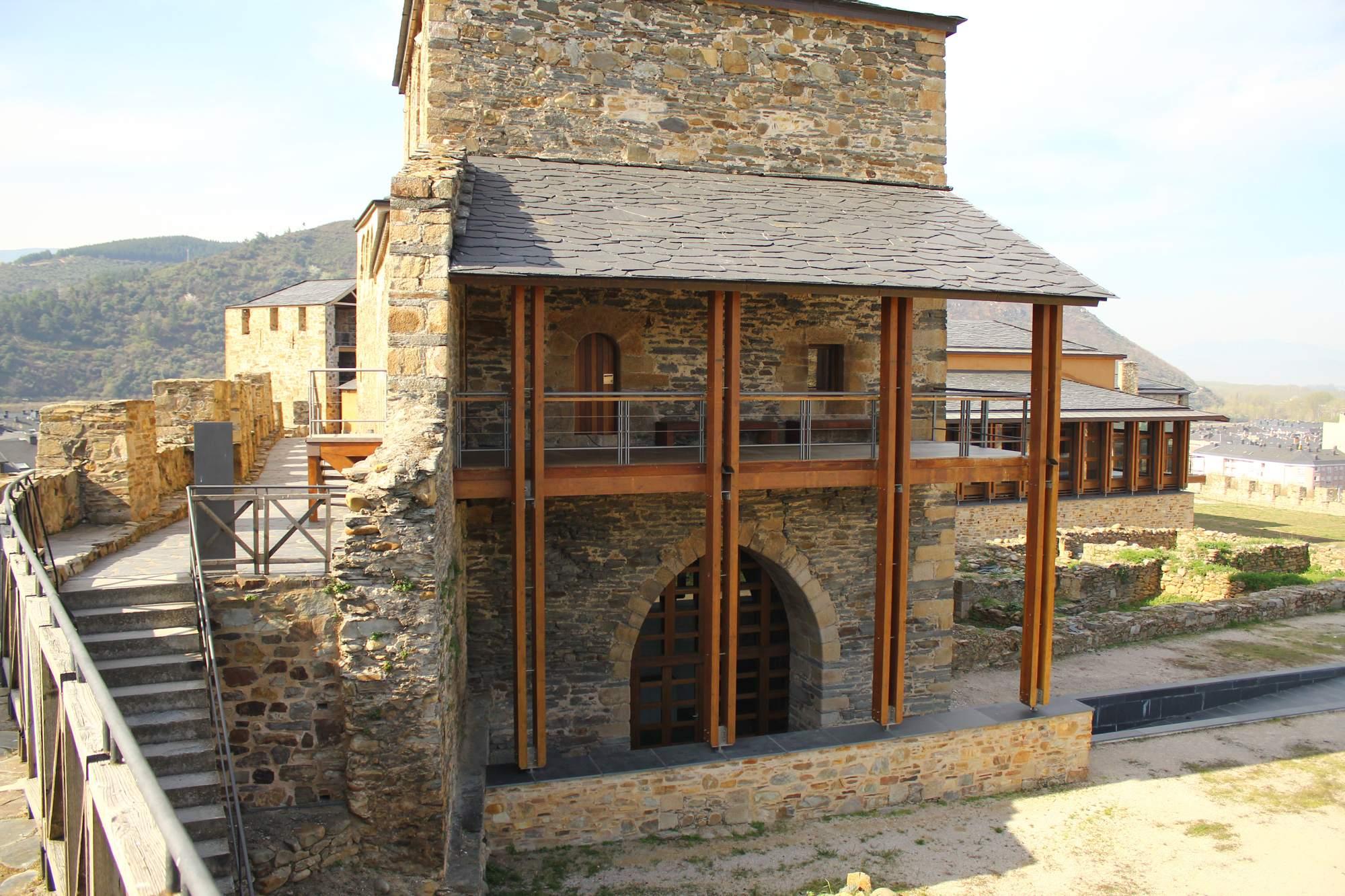 castle ponferrada15 Templar Castle of Ponferrada, Spain