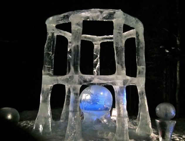 art on ice5 Beautiful Colored Ice Sculptures in Alaska