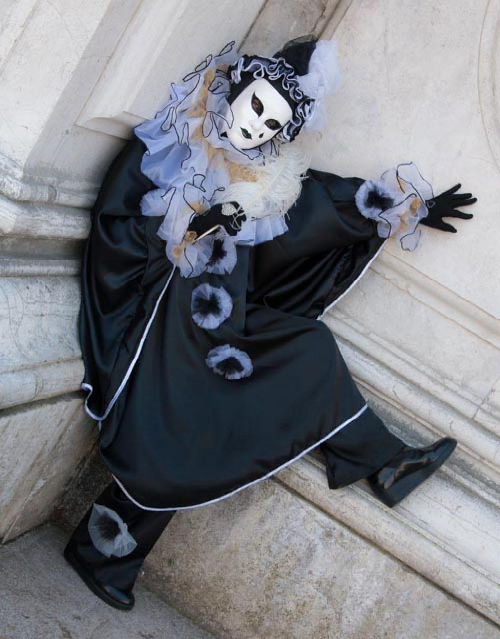 venice carnival1 Carnival Costumes at Santa Maria della Salute