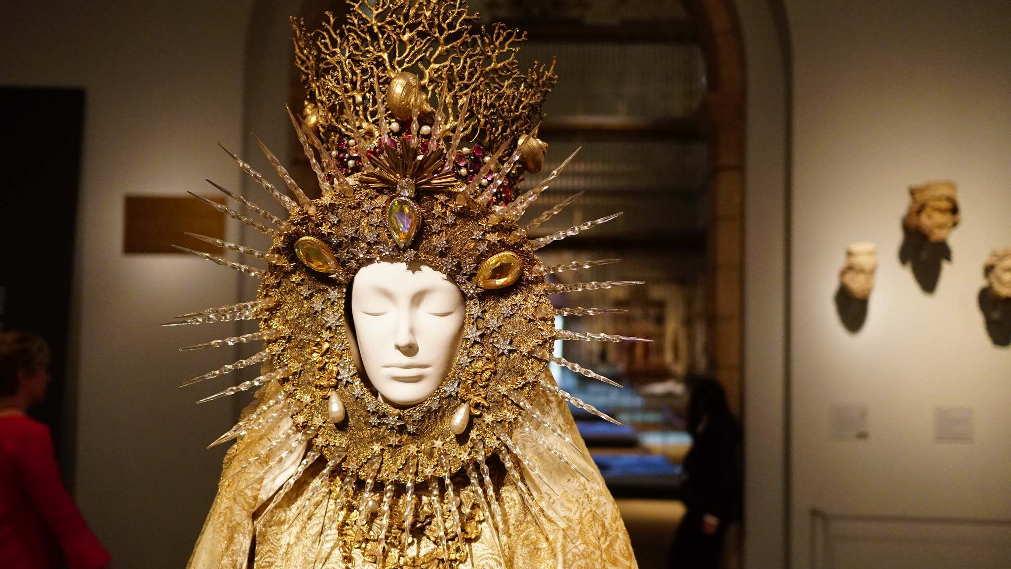 heavenly bodies11 Heavenly Bodies: Fashion and the Catholic Imagination in MET