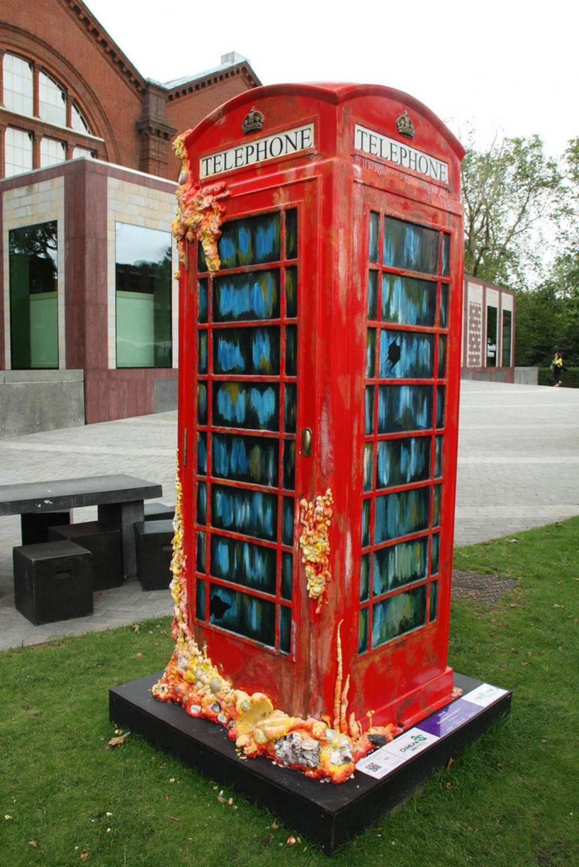 phone boxes11 Red telephone Boxes aka Street Art