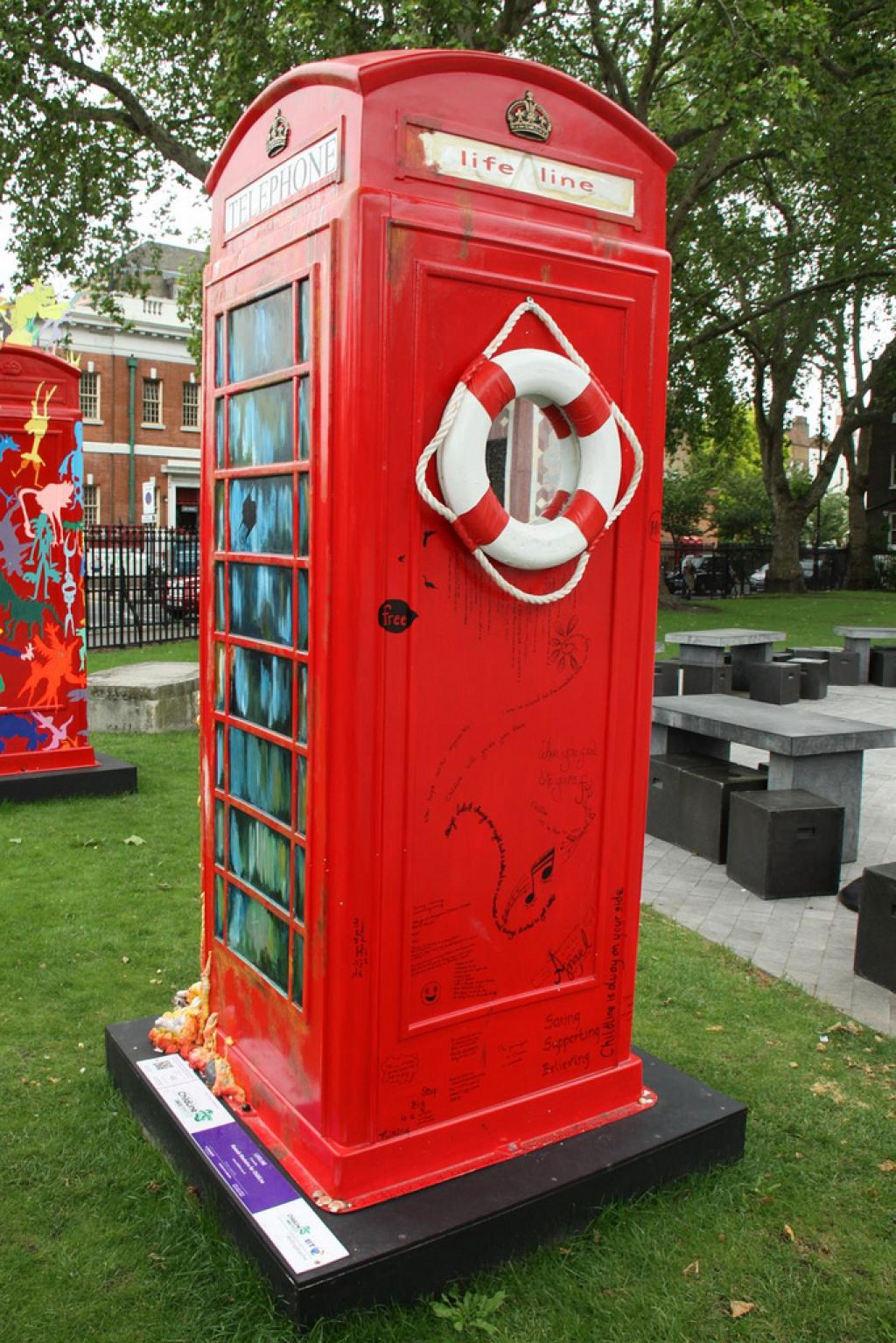 phone boxes19 Red telephone Boxes aka Street Art