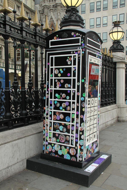 phone boxes9 Red telephone Boxes aka Street Art