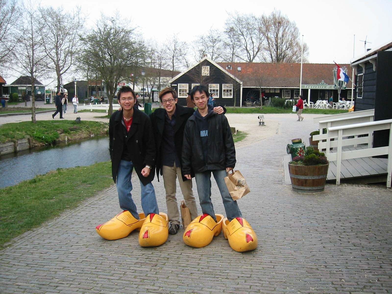 funny clogs traditional holand 10 Funny Clogs the Traditional Holand Footwear