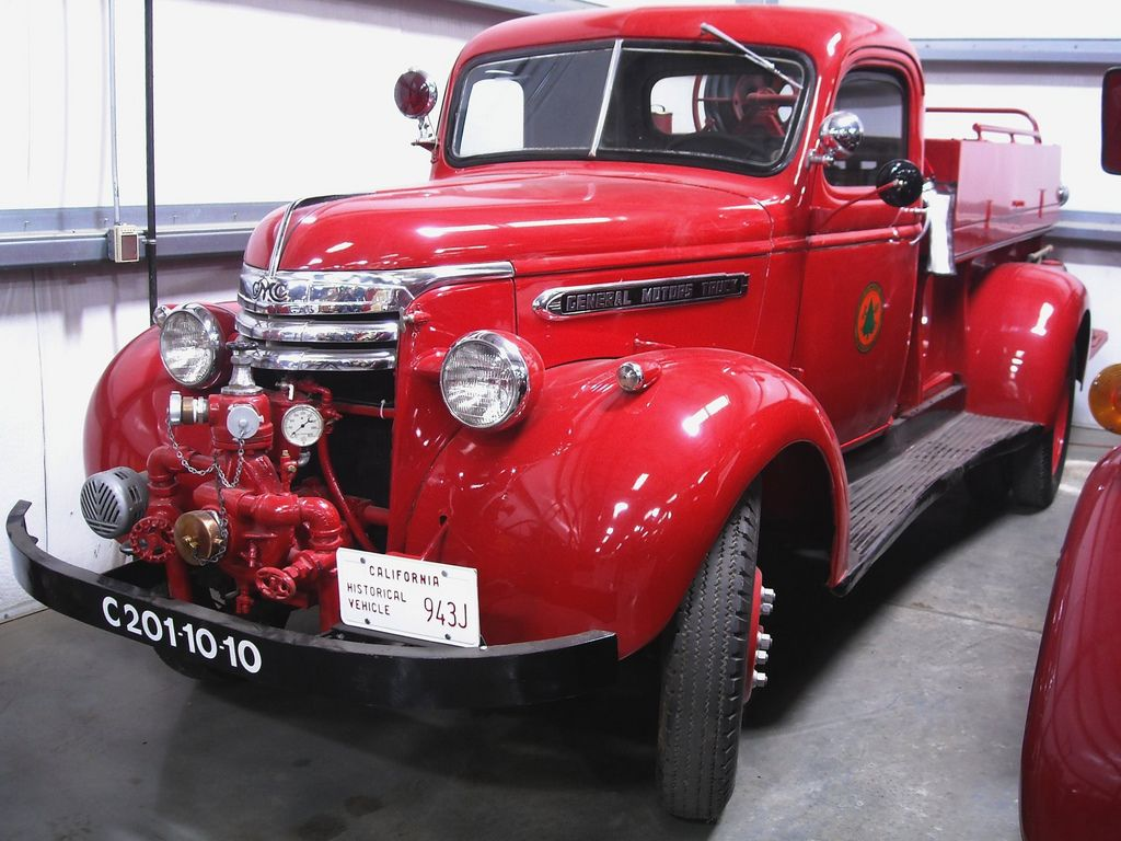 classic trucks15 Classic Trucks in Hays Antique Museum, California