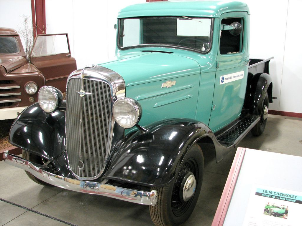 classic trucks5 Classic Trucks in Hays Antique Museum, California