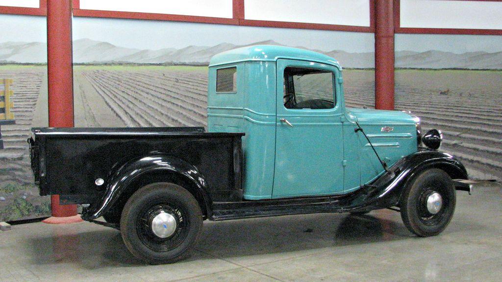 classic trucks6 Classic Trucks in Hays Antique Museum, California