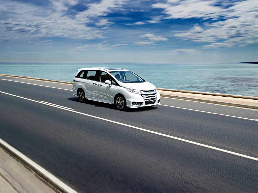 honda odyssey Honda Odyssey Minivan 2014   Bigger is Better