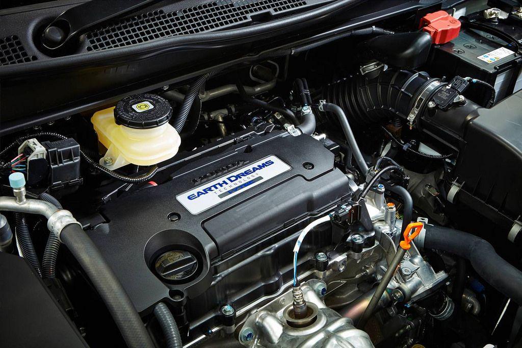honda odyssey6 Honda Odyssey Minivan 2014   Bigger is Better