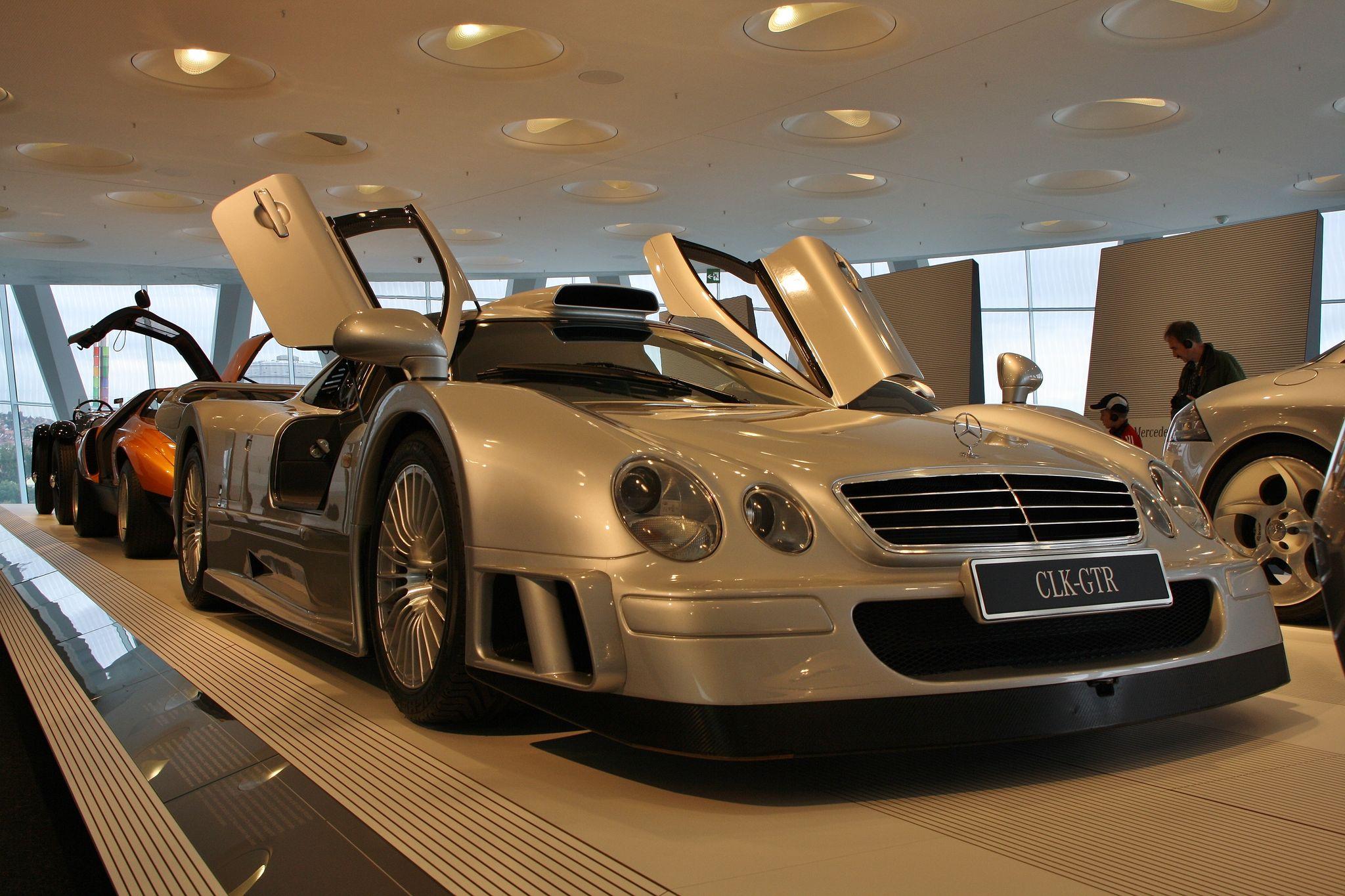 mercedes benz museum6 Mercedes Benz Museum in Stuttgart, Germany