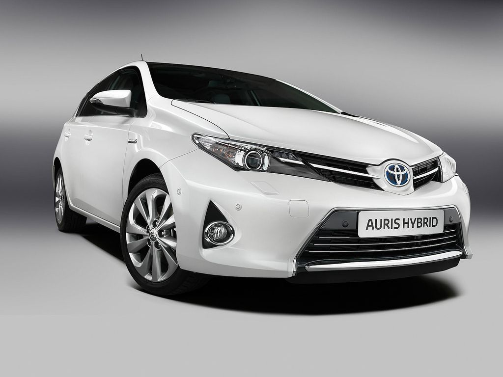 toyota auris New 2013 Toyota Auris Hybrid at Paris Motor Show