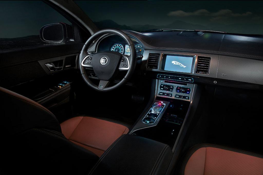 jaguar xfr2 New Jaguar XFR 2012   Luxury Sports Car