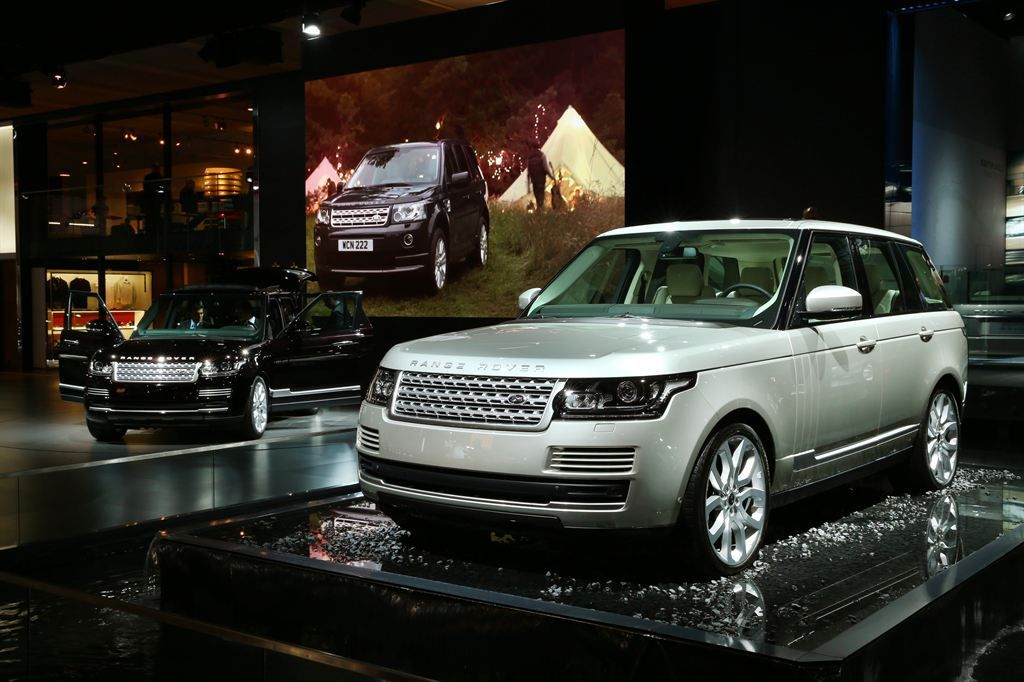 new rangerover New Range Rover Revealed at Paris Motor Show