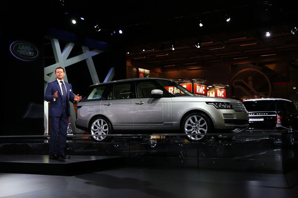 new rangerover10 New Range Rover Revealed at Paris Motor Show