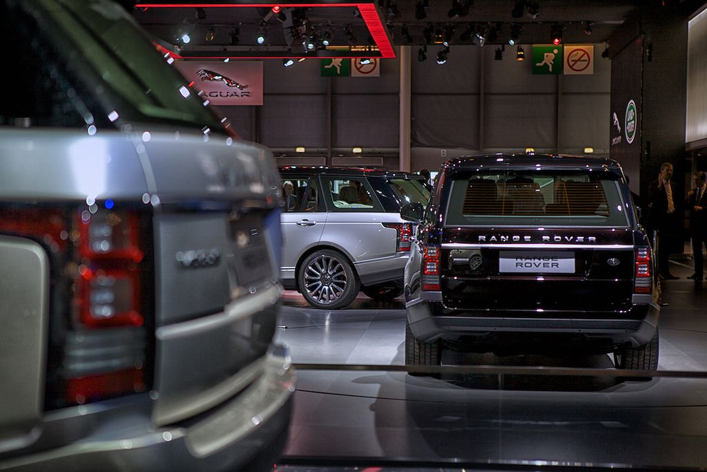 new rangerover4 New Range Rover Revealed at Paris Motor Show