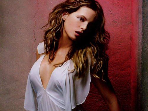 kate beckinsale1 Dangerous Girl Kate Beckinsale