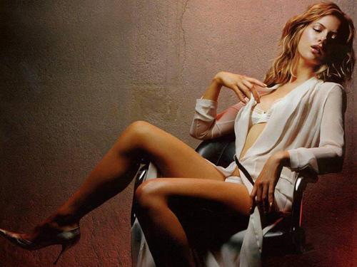 kate beckinsale2 Dangerous Girl Kate Beckinsale