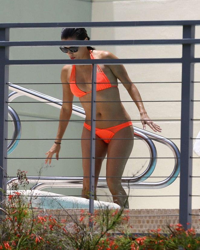eva longoria bikini5 Eva Longoria in Bikini at Miami