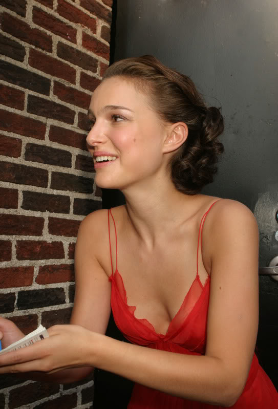 natalie portman cleavage Natalie Portman   Celebrity with Cute Cleavage