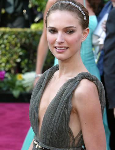 natalie portman cleavage2 Natalie Portman   Celebrity with Cute Cleavage
