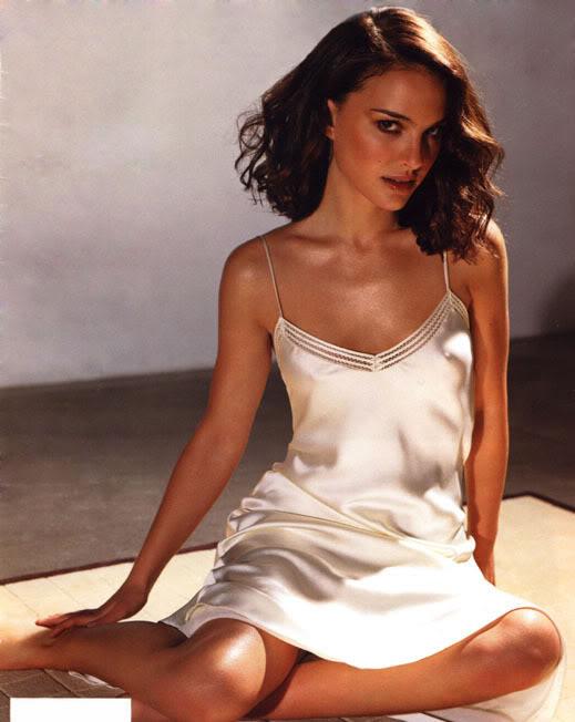 natalie portman cleavage3 Natalie Portman   Celebrity with Cute Cleavage