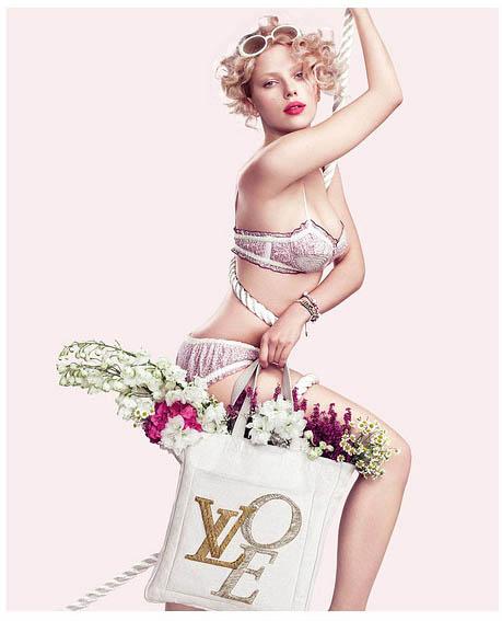 scarlett johansson Pretty Scarlett Johansson in Pink