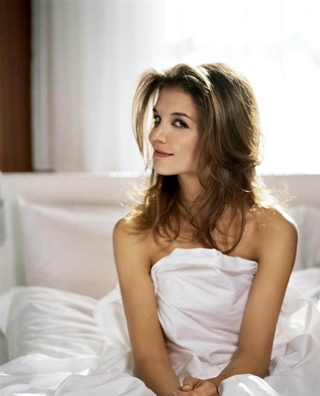katie holmes in bed3 Sweet Katie Holmes in the Bed