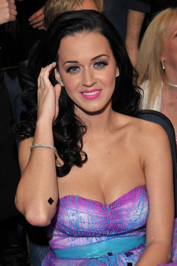katy perry pictures11 Sweet Katy Perry in Purple Dresses