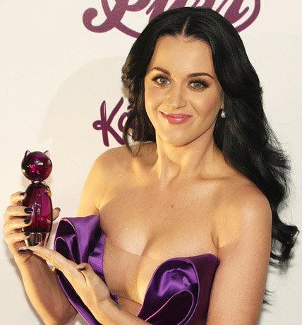 katy perry pictures2 Sweet Katy Perry in Purple Dresses