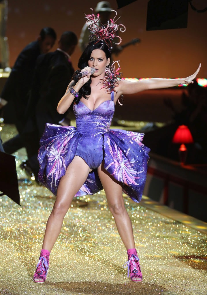 katy perry pictures8 Sweet Katy Perry in Purple Dresses