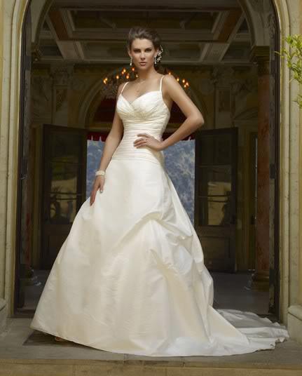 white wedding dress16 Be a Princess in White Wedding Dress