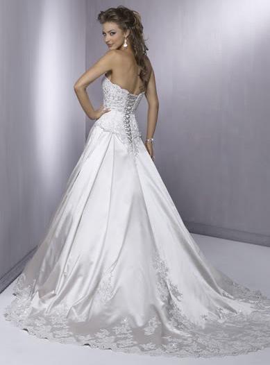 white wedding dress4 Be a Princess in White Wedding Dress