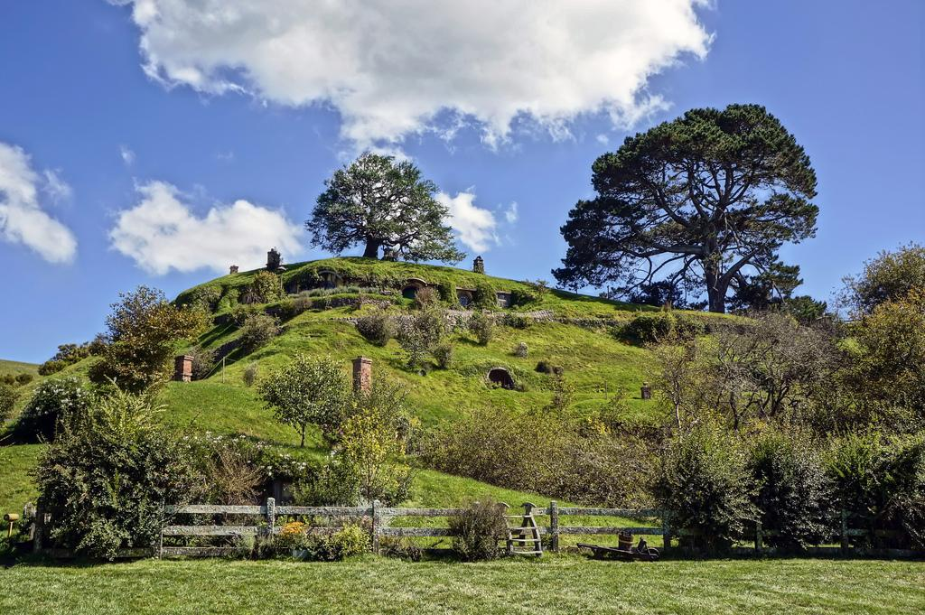 hobbiton movie set1 Hobbiton Movie Set in Matamata, North Island of New Zealand