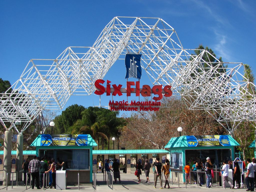 six flags magic mountain Theme Park   Six Flags Magic Mountain