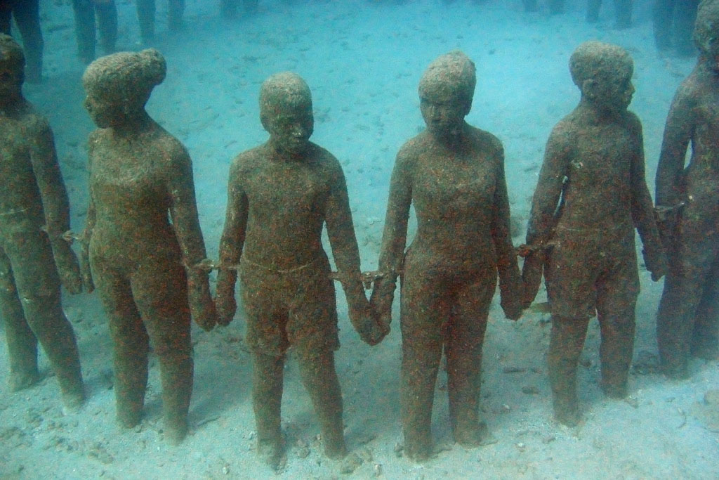 underwater sculpture Amazing Underwater Sculpture Park at Moliniere Bay, Grenada