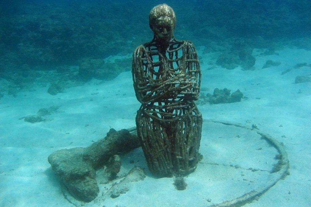 underwater sculpture1 Amazing Underwater Sculpture Park at Moliniere Bay, Grenada