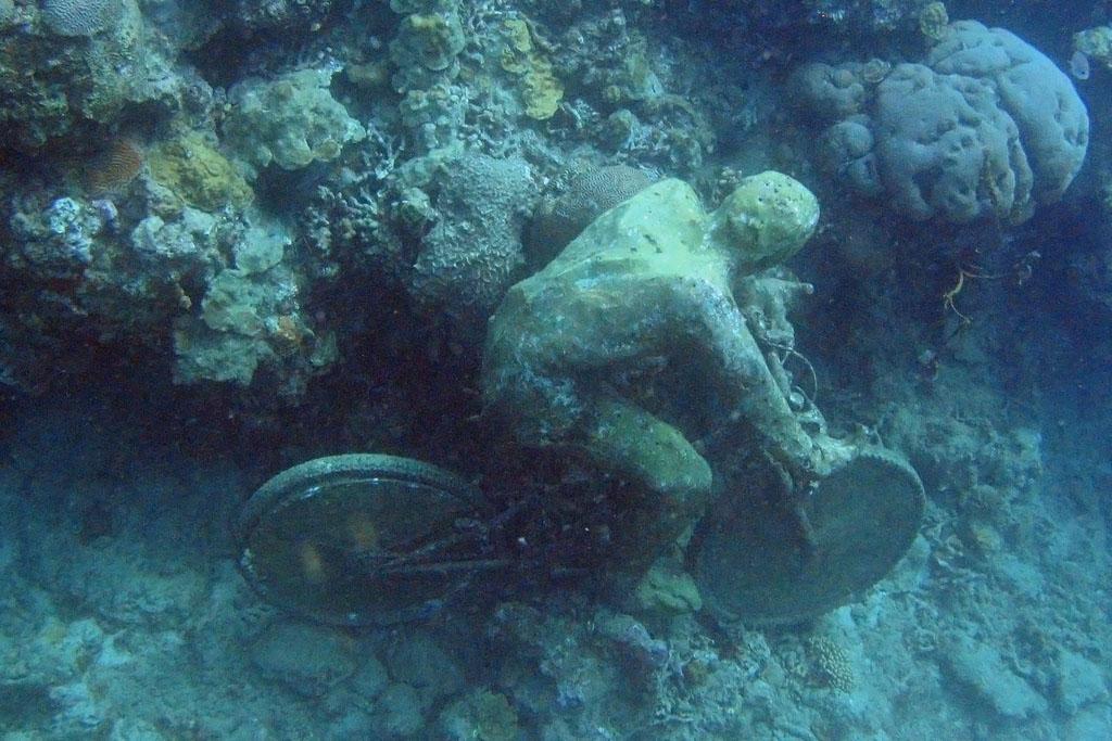 underwater sculpture2 Amazing Underwater Sculpture Park at Moliniere Bay, Grenada